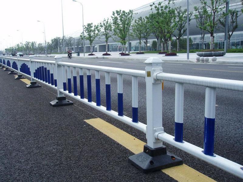道路护栏在日常生活中发挥了什么样的作用?